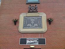 Sebuah plakat memorial di Old Trafford untuk mengenang tragedi ini.